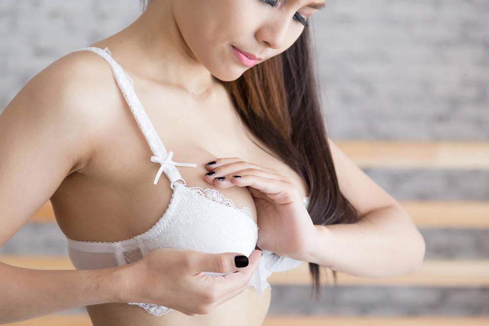 Cómo evitar dolores en el pecho durante la menstruación
