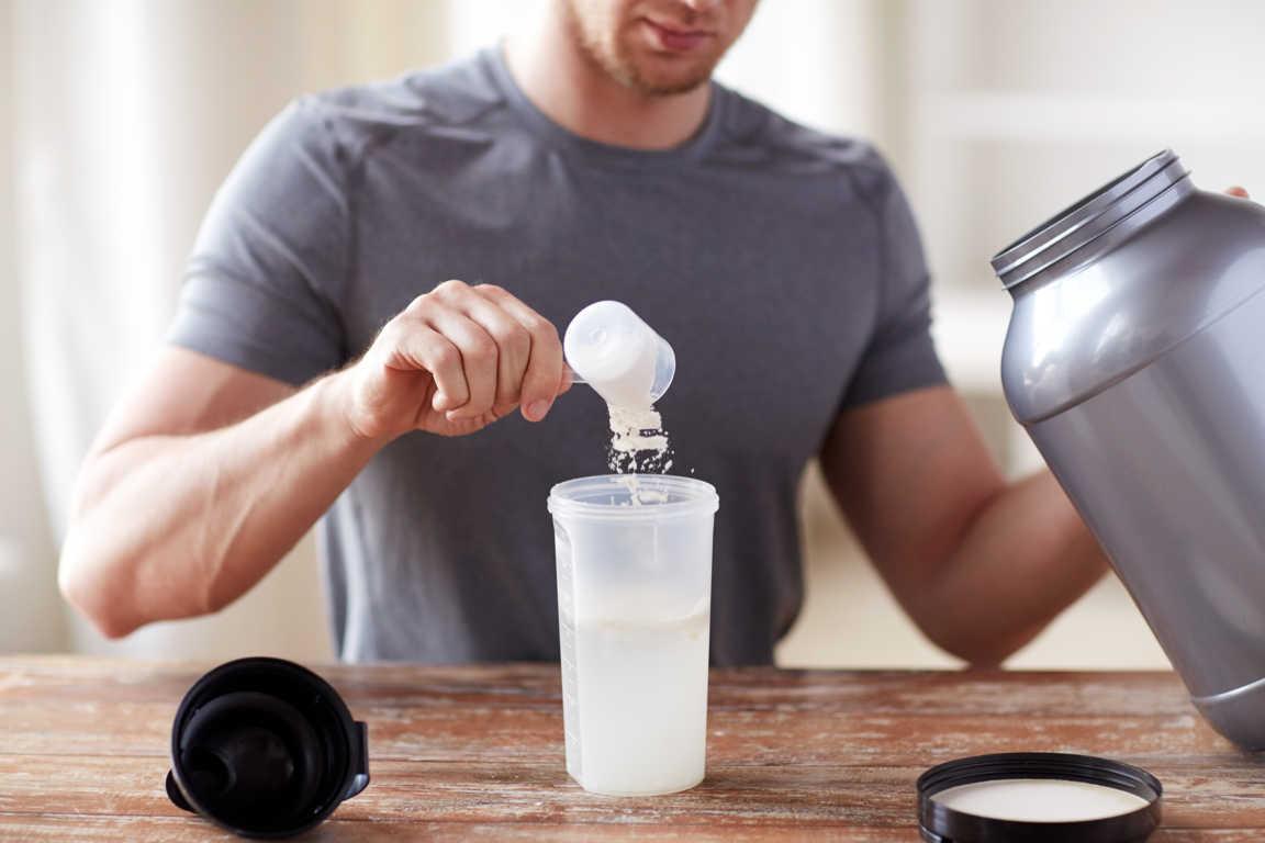 Ir al gimnasio y tomar proteínas, una técnica para construir el cuerpo perfecto