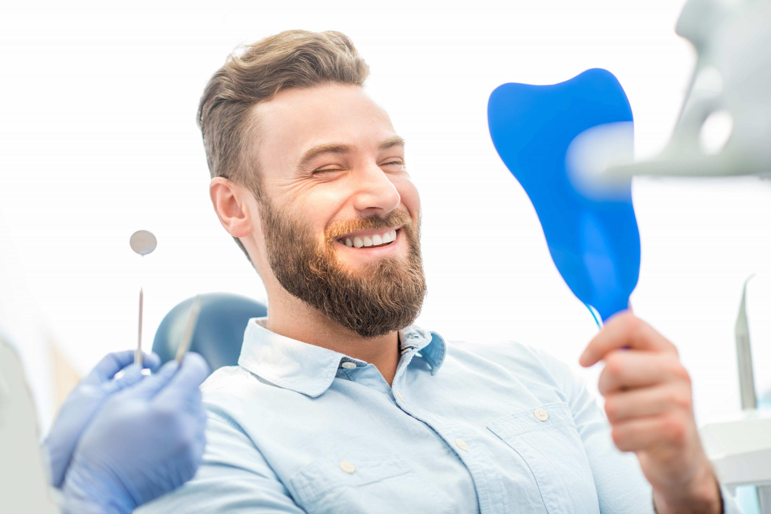 ¿Te tienes que poner un implante dental?: Todo lo que debes saber antes de la primera consulta